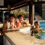 bali-dovolena-bar-u-bazenu-selang-resort